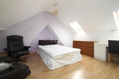4 bedroom detached house to rent - James Street, ME7