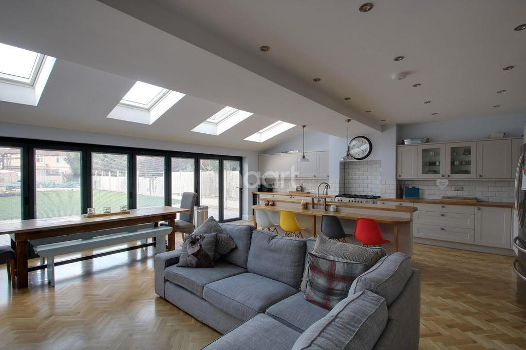 5 Bedrooms Semi Detached House for sale in Old Bedford Road Area