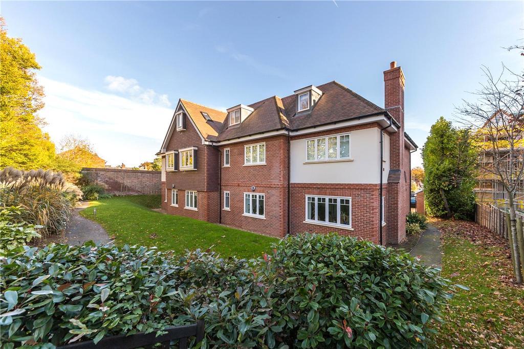 2 Bedrooms Flat for sale in Bennets Lodge, Harpenden, Hertfordshire