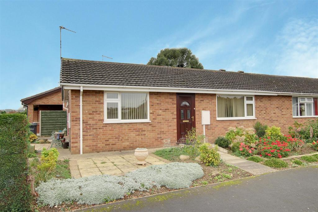 2 Bedrooms Semi Detached Bungalow for sale in Evison Crescent, Alford