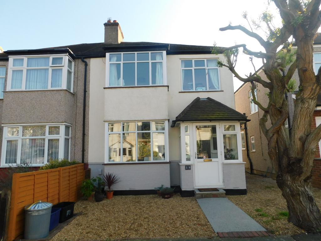 3 Bedrooms Semi Detached House for sale in Alton Gardens, Twickenham TW2