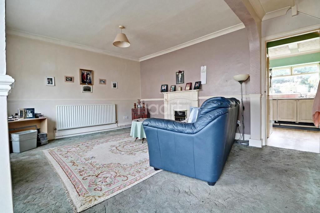 3 Bedrooms Semi Detached House for sale in Finchingfield Avenue,IG8