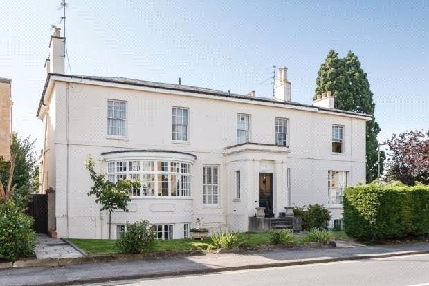 2 Bedrooms Flat for sale in Park Place, Cheltenham, Gloucestershire, GL50