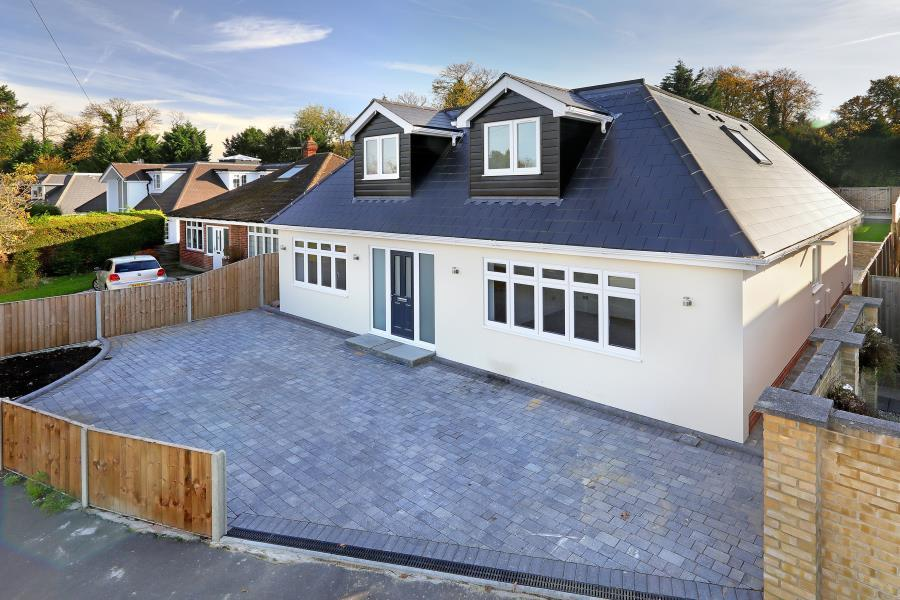 5 Bedrooms Detached House for sale in Virginia Water, Surrey