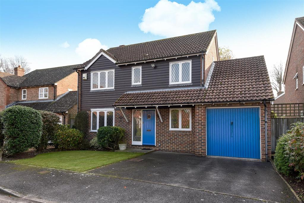 4 Bedrooms Detached House for sale in Oakwood Close, Tangmere