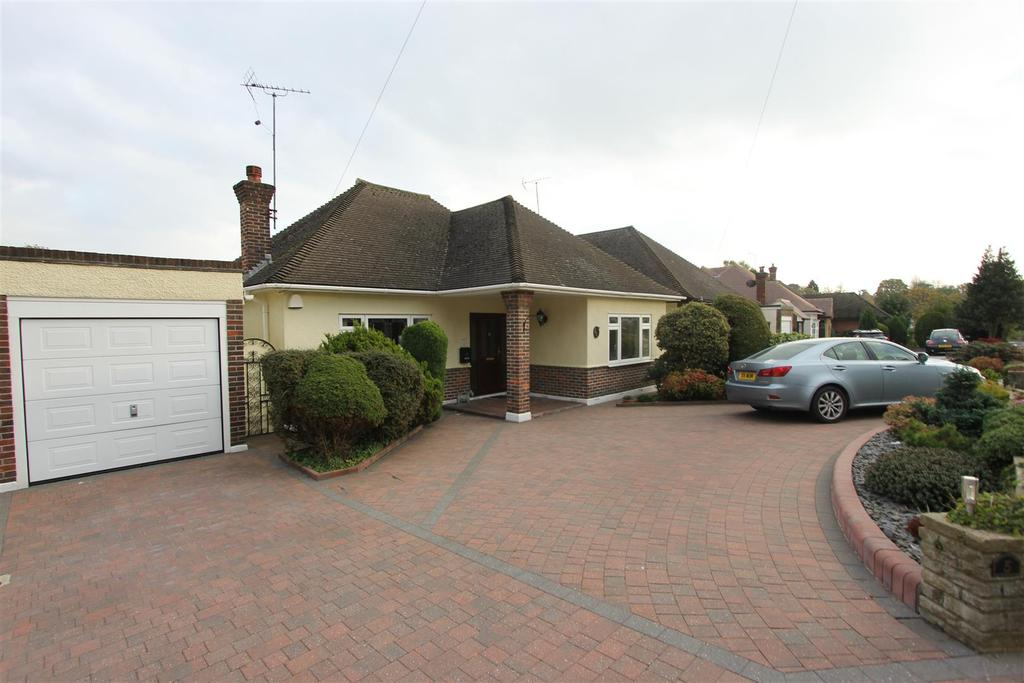 2 Bedrooms Detached Bungalow for sale in Burses Way, Hutton, Brentwood