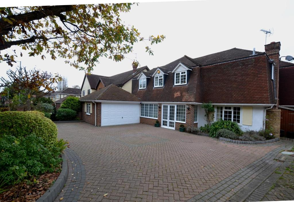 5 Bedrooms Detached House for sale in Norsey Road, Billericay, Essex, CM11
