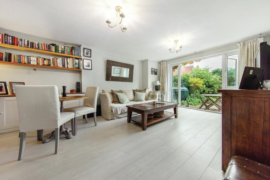 2 Bedrooms Semi Detached House for sale in Ashen Grove, SW19