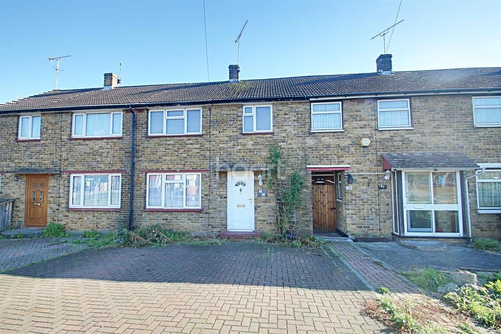 3 Bedrooms Terraced House for sale in Eastwoodbury Crescent, Southend On Sea