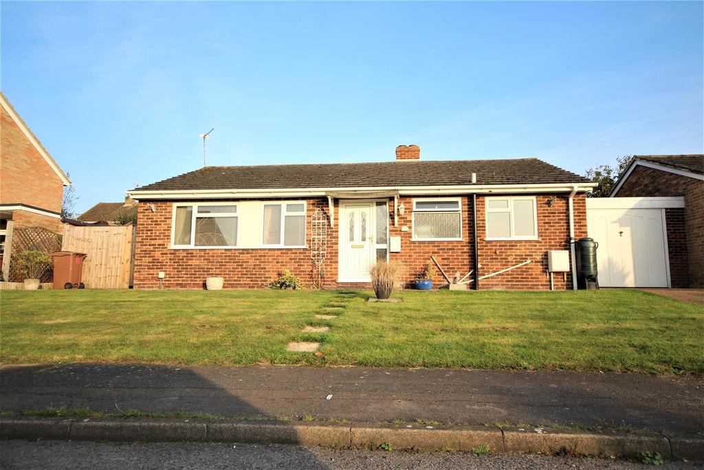 3 Bedrooms Detached Bungalow for sale in Troutbeck Close, Twyford, Reading