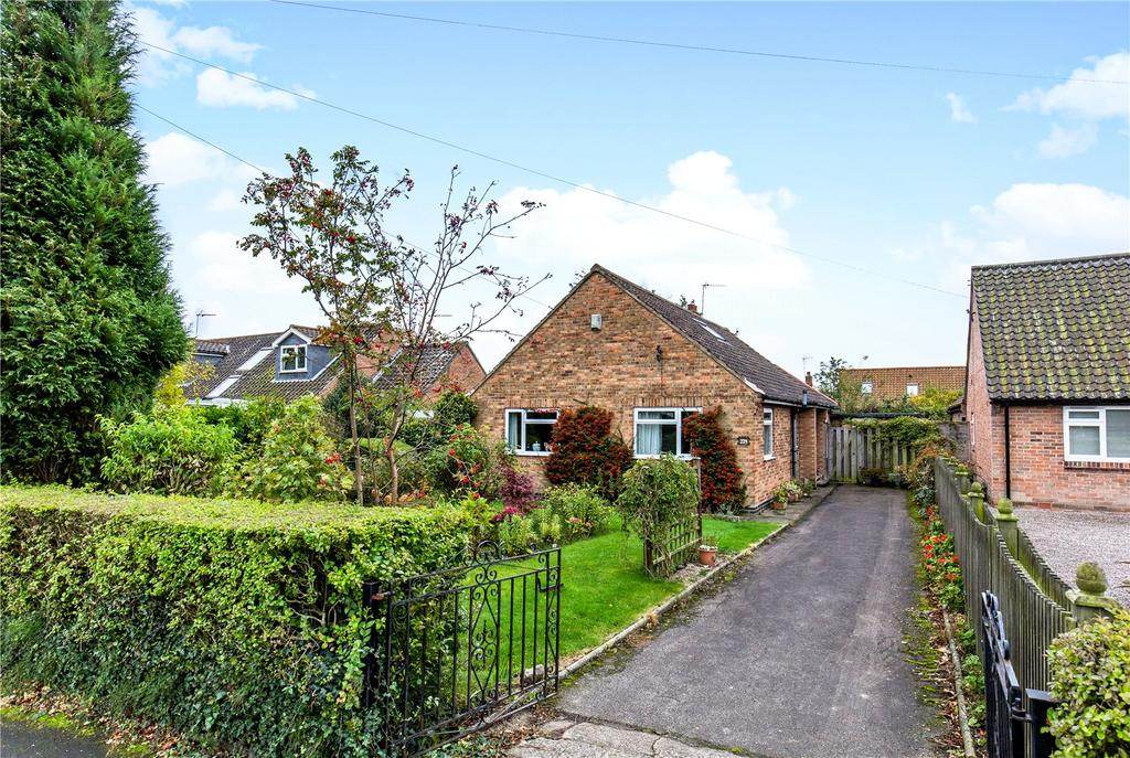 3 Bedrooms Detached Bungalow for sale in Stockton Lane, York, YO31