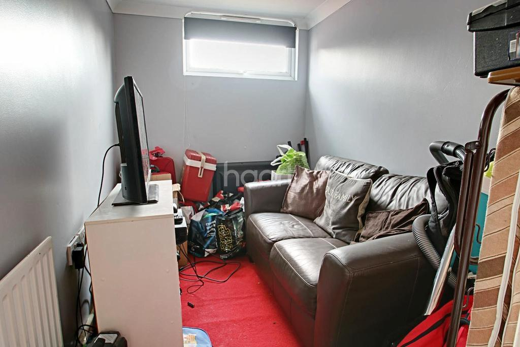 3 Bedrooms Terraced House for sale in Lonsdale Road, Pin Green, Stevenage