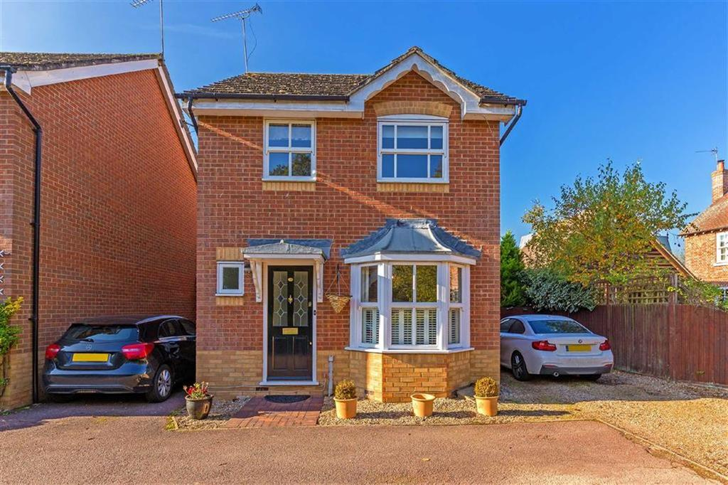 3 Bedrooms Detached House for sale in Rib Close, Ware, Hertfordshire, SG11