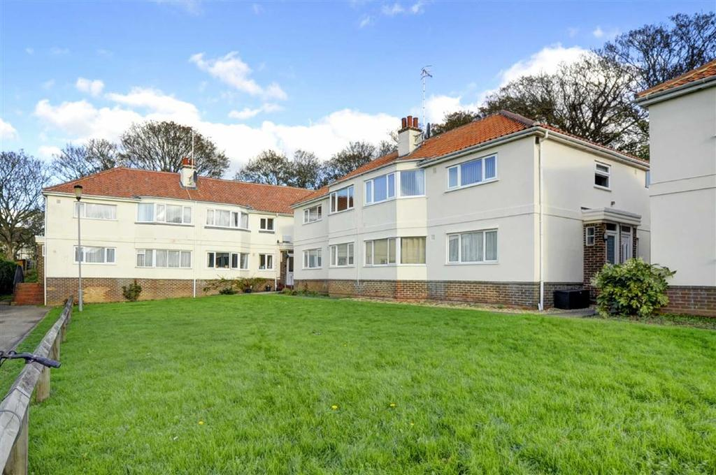 2 Bedrooms Flat for sale in Links Close, Portslade
