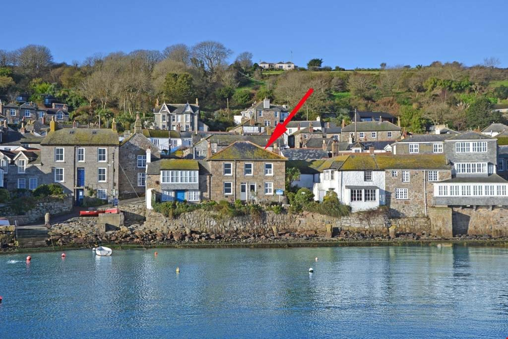2 Bedrooms Terraced House for sale in Mousehole Harbourfront, Nr. Penzance, West Cornwall, TR19
