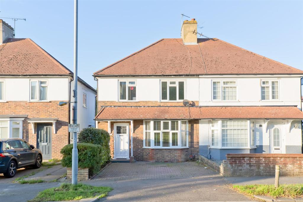 3 Bedrooms Semi Detached House for sale in Carden Avenue, Brighton
