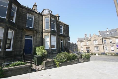 4 bedroom property to rent - Dean Park Crescent, Edinburgh