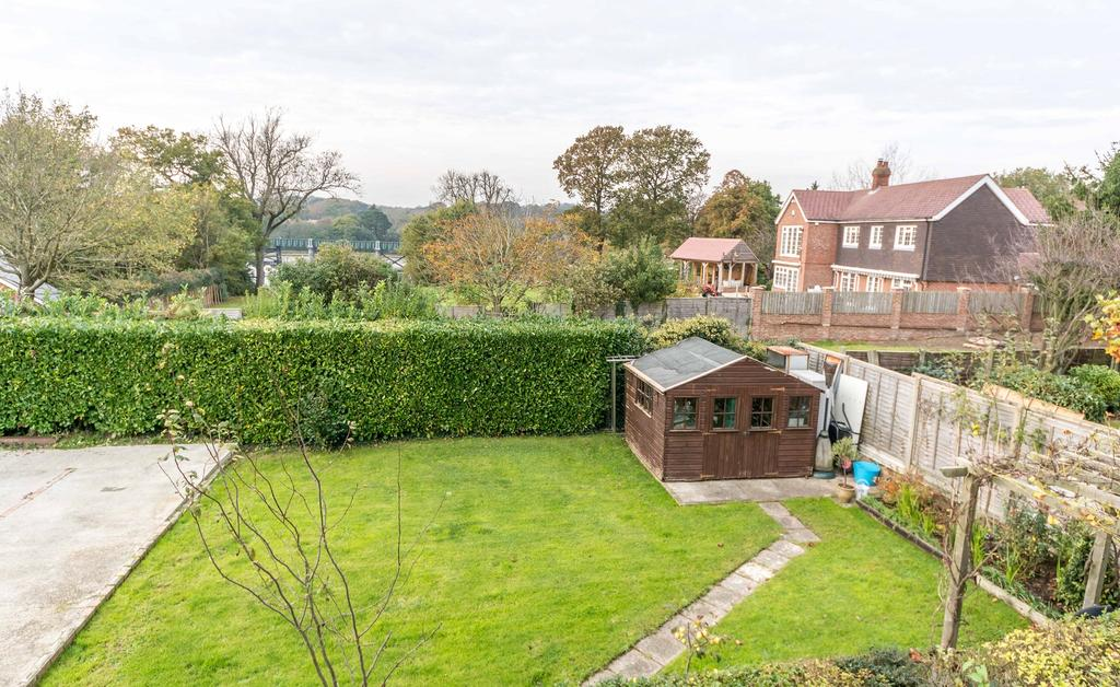 3 Bedrooms Maisonette Flat for sale in Swanwick Lane, Lower Swanwick, Southampton SO31