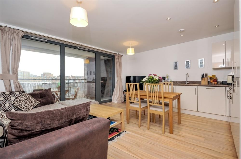 1 Bedroom Flat for sale in Ashmead House, Tewkesbury Road, London