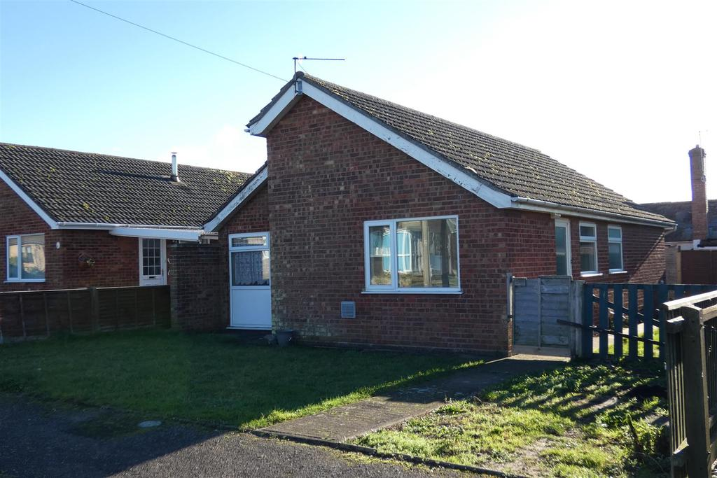 2 Bedrooms Detached Bungalow for sale in Lilac Drive, Lakenheath
