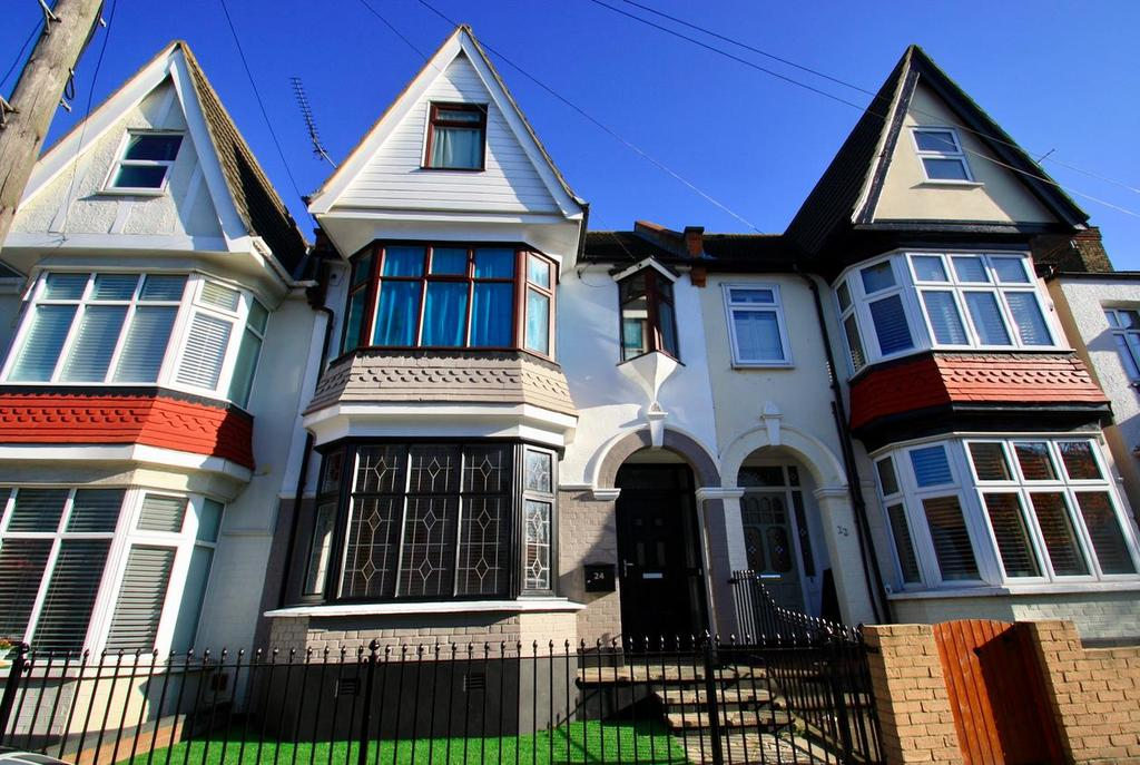 2 Bedrooms Flat for sale in Torquay Drive, Leigh-On-Sea