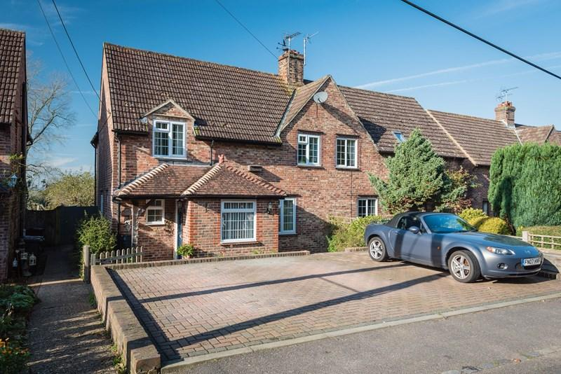 3 Bedrooms Semi Detached House for sale in Framfield Road, Buxted, Uckfield