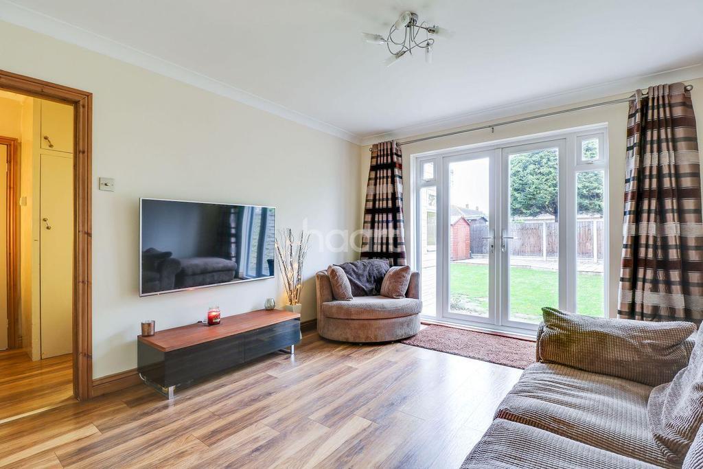 2 Bedrooms Bungalow for sale in Danesfield, South Benfleet