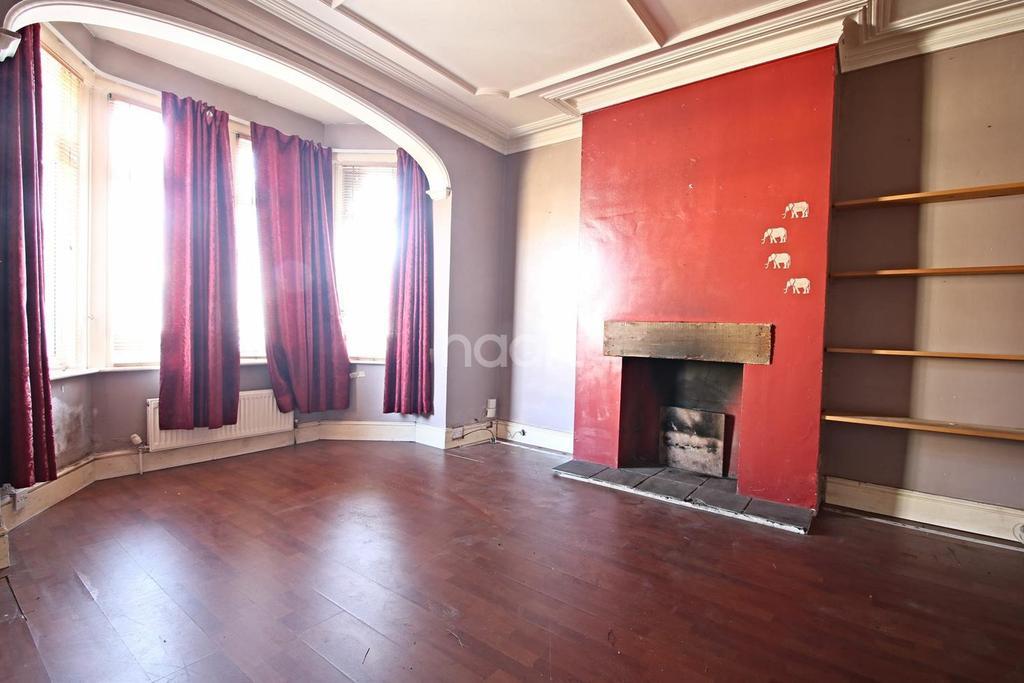 1 Bedroom Flat for sale in Brightwell Avenue, Westcliff-on-sea