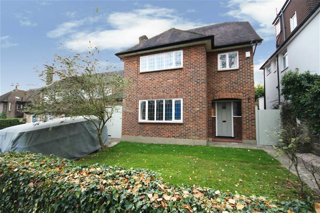 4 Bedrooms Detached House for sale in East View, Hadley Green, Hertfordshire