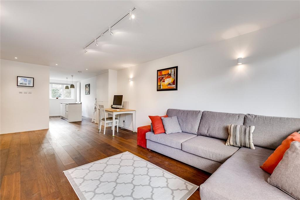 2 Bedrooms Flat for sale in Fairburn Court, St. John's Avenue, London