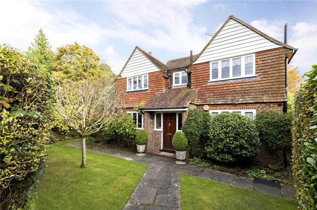 4 Bedrooms Detached House for sale in Weydown Road, Haslemere, Surrey, GU27