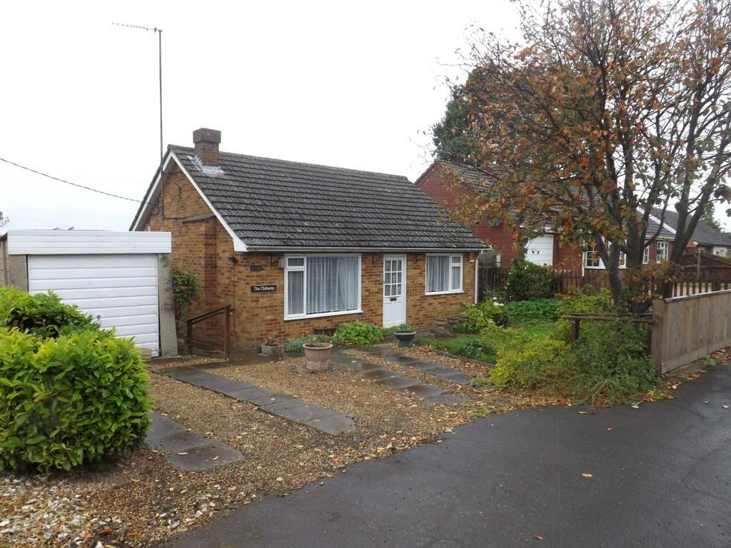 2 Bedrooms Detached Bungalow for sale in Fridaybridge Road, Elm, Wisbech