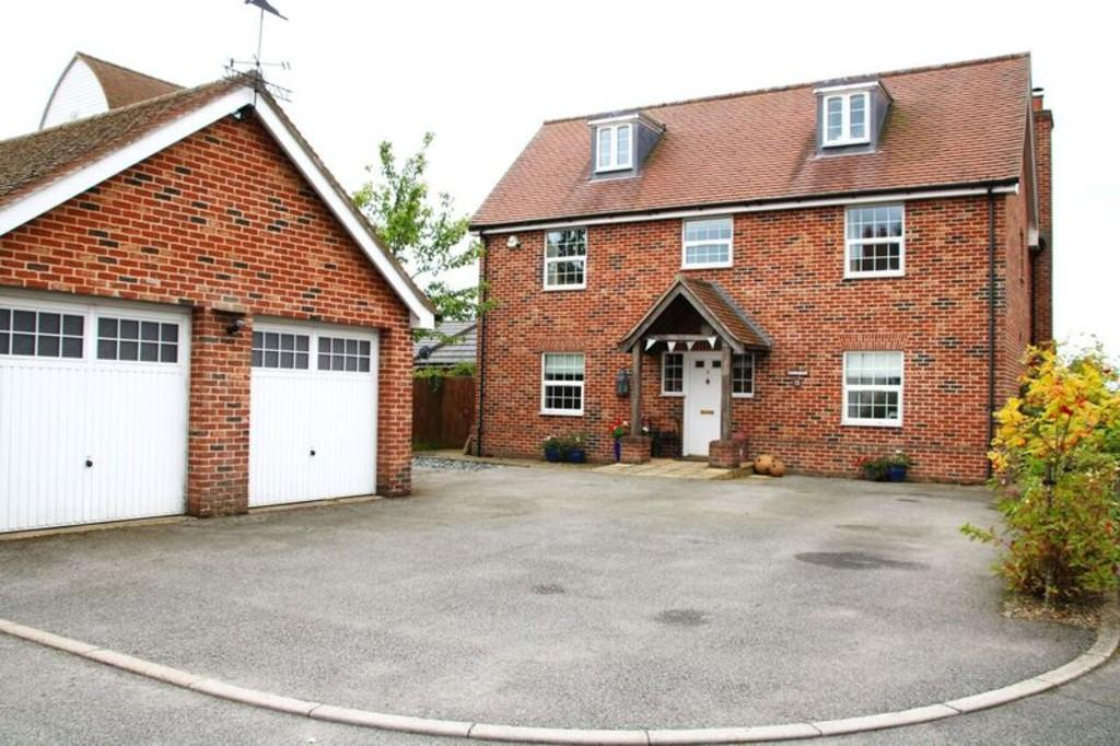 5 Bedrooms Detached House for sale in 8 Ladbrook Close, Elmsett, Ipswich, Suffolk, IP7 6LD