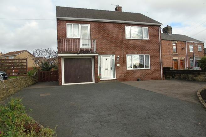 4 Bedrooms Detached House for sale in 141 Blacker Road, Mapplewell, Barnsley, S75 6DB