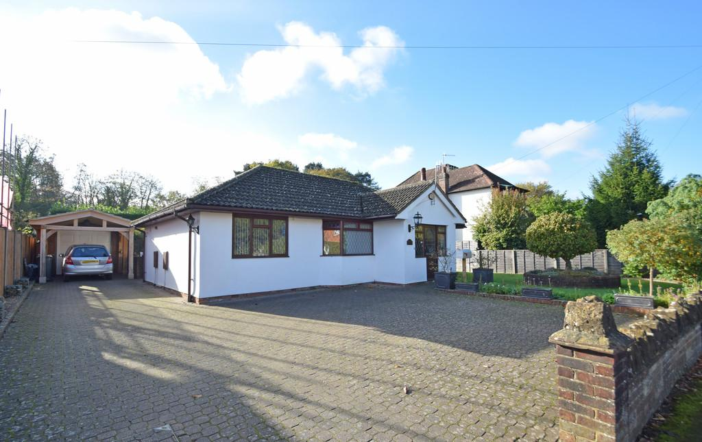 3 Bedrooms Detached Bungalow for sale in Dorking Road, Chilworth, Guildford GU4 8NR