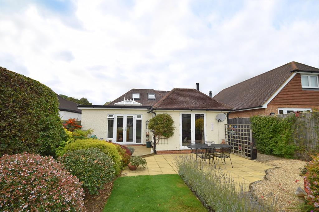 3 Bedrooms Chalet House for sale in New Road, Wonersh, Guildford GU5 0SE