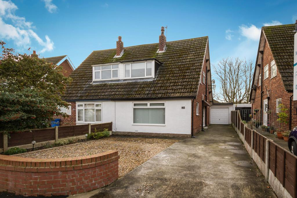 3 Bedrooms Semi Detached House for sale in Stuart Road, Thornton Cleveleys