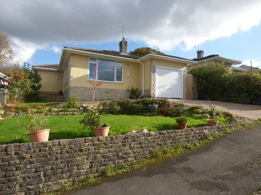 2 Bedrooms Detached Bungalow for sale in Wimborne