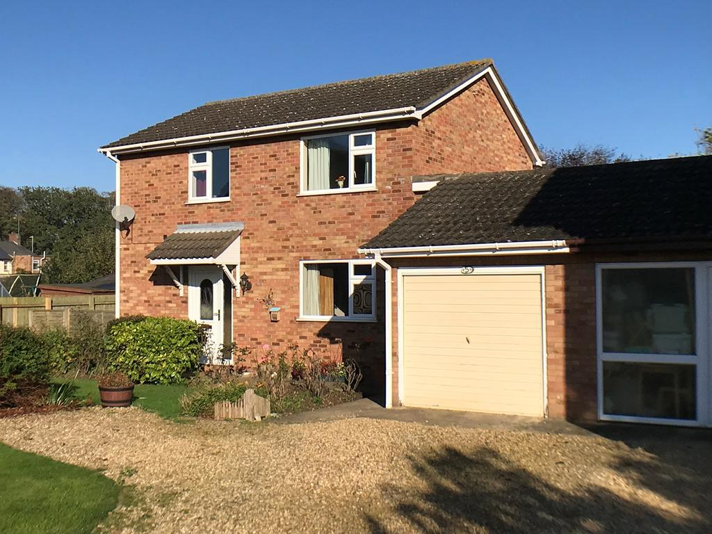 3 Bedrooms Link Detached House for sale in Town Farm Close, Pinchbeck, Spalding, PE11