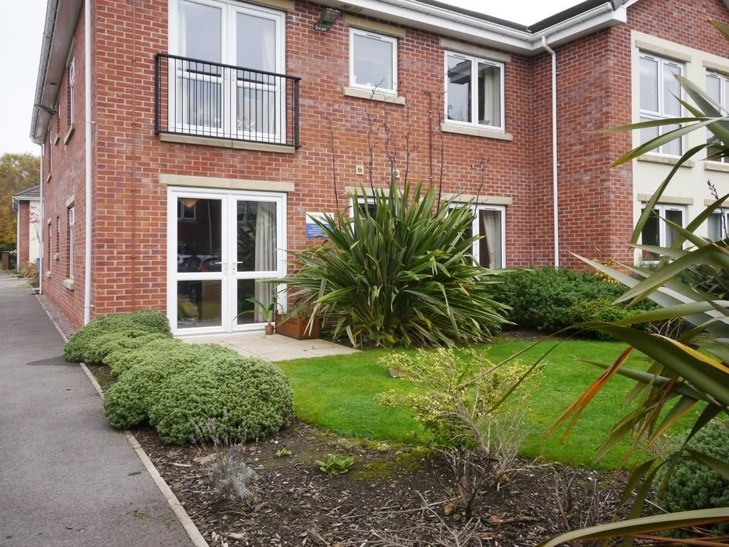 2 Bedrooms Apartment Flat for sale in 7 Westbourne Villas, Holmes Chapel, CW4 7EY