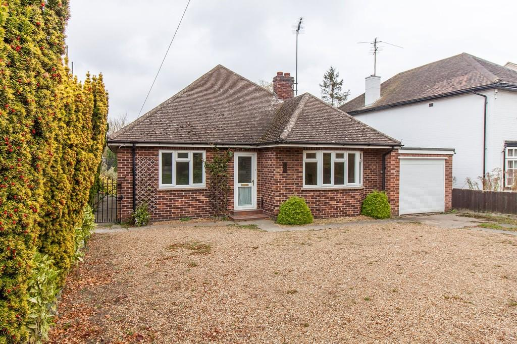 3 Bedrooms Detached Bungalow for sale in Cambridge Road, Great Shelford