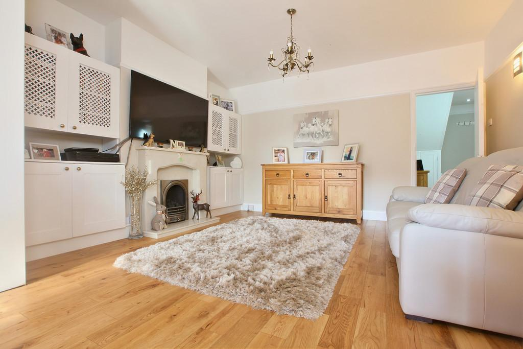 5 Bedrooms Semi Detached House for sale in Cedar Avenue West, Chelmsford, CM1 2XA