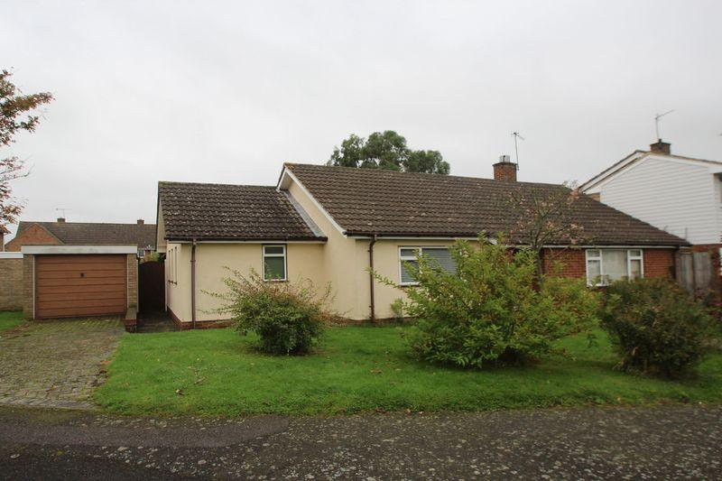 3 Bedrooms Detached Bungalow for sale in Britten Close, Tonbridge