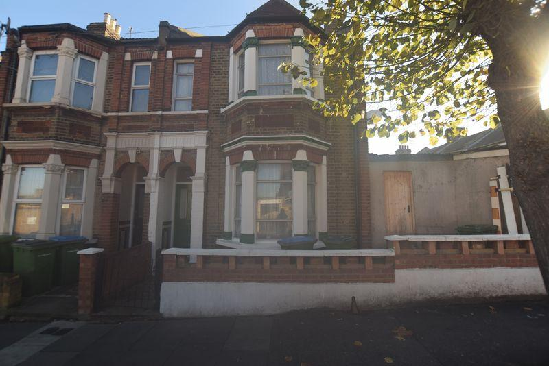 3 Bedrooms Terraced House for sale in Gallosson Road, Plumstead, SE18 1RD