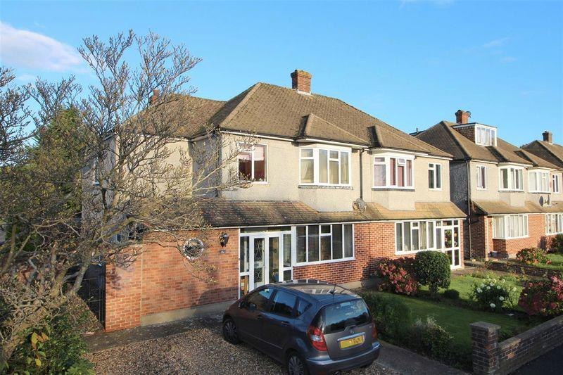 4 Bedrooms Semi Detached House for sale in Old Fox Close, Caterham