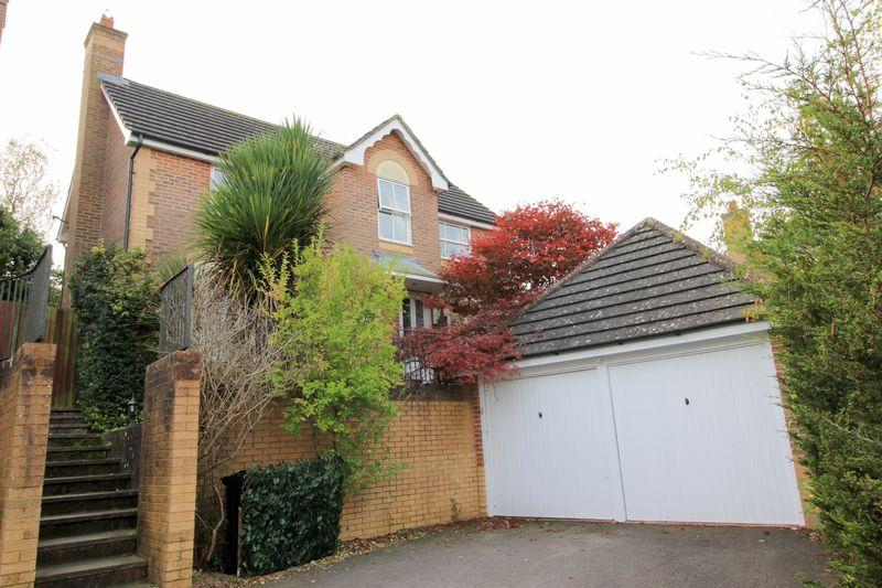 4 Bedrooms Detached House for sale in New Barn Lane, Ridgewood,Uckfield