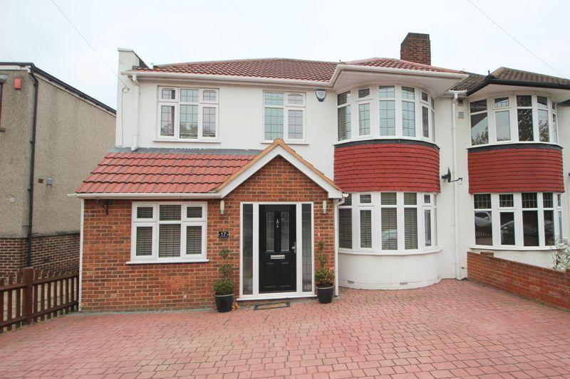 4 Bedrooms Semi Detached House for sale in Wincrofts Drive, Falconwood, SE9 2RG