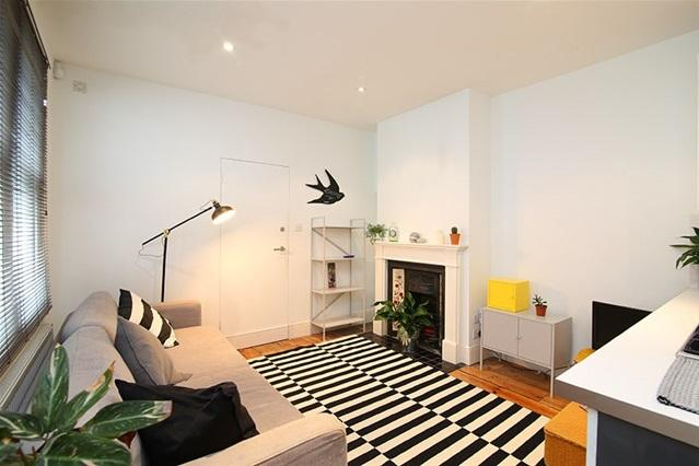 2 Bedrooms Maisonette Flat for sale in Himley Road, Tooting