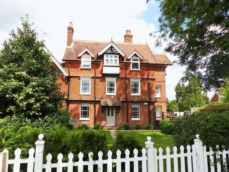 2 Bedrooms Apartment Flat for rent in Horsham Road, Cranleigh