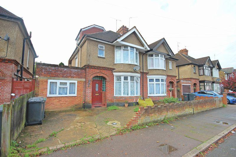5 Bedrooms Semi Detached House for sale in St Michaels Crescent, New Bedford Road Area, Luton